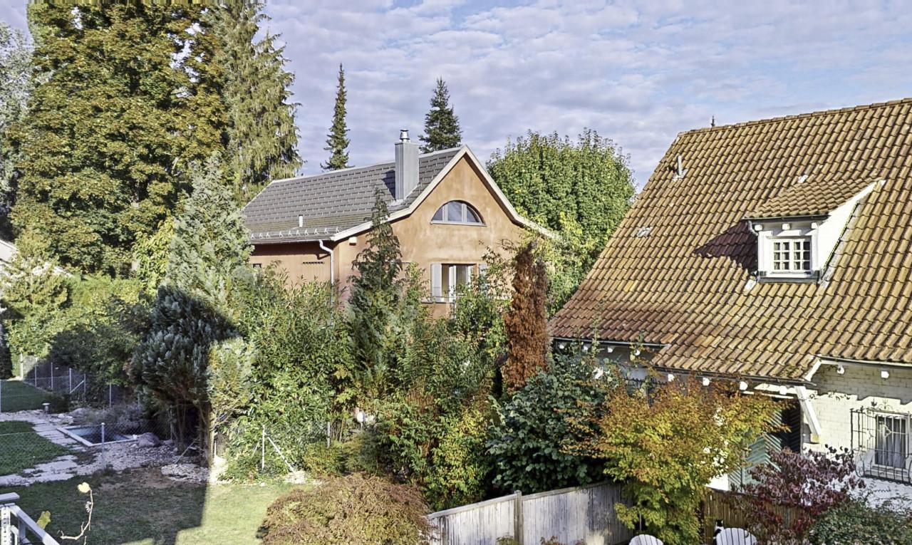House  for sale in Basel-Country Bottmingen