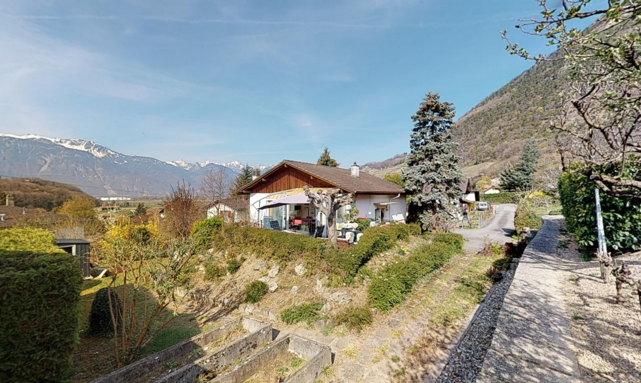 House  for sale in Vaud Ollon