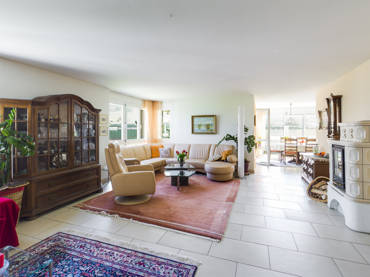 Grosse 4.5 Zi Wohnung mit 150 m2 und top öV Anbindung.