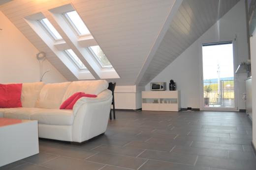 """Wohnzimmer mit Dachfenstern und """"Wintergarten"""" Feeling"""