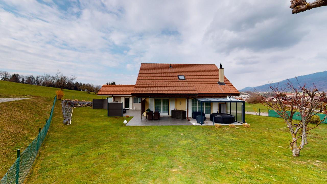 Villa avec studio en bordure d'un grand pré